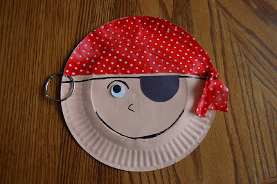 Story Time Tuesday w/ Paper Plate Pirate Craft | I Heart Crafty Things