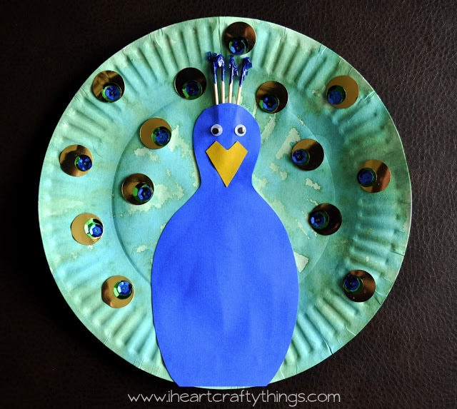 This post contains affiliate links read our Disclosure Policy for more information. & Paper Plate Peacock | I Heart Crafty Things