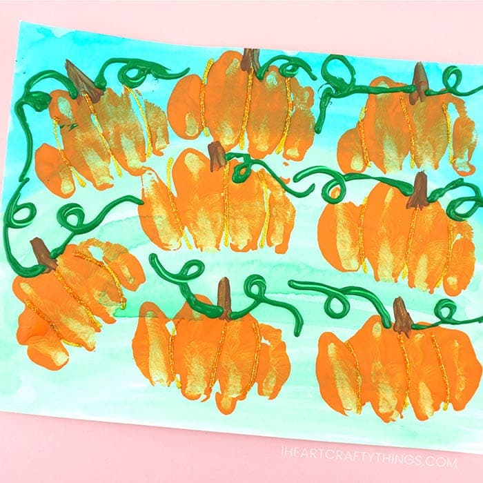 Gorgeous pumpkin patch art project for kids to make. Fun fall art projects for kids, pumpkin crafts and pumpkin art project.