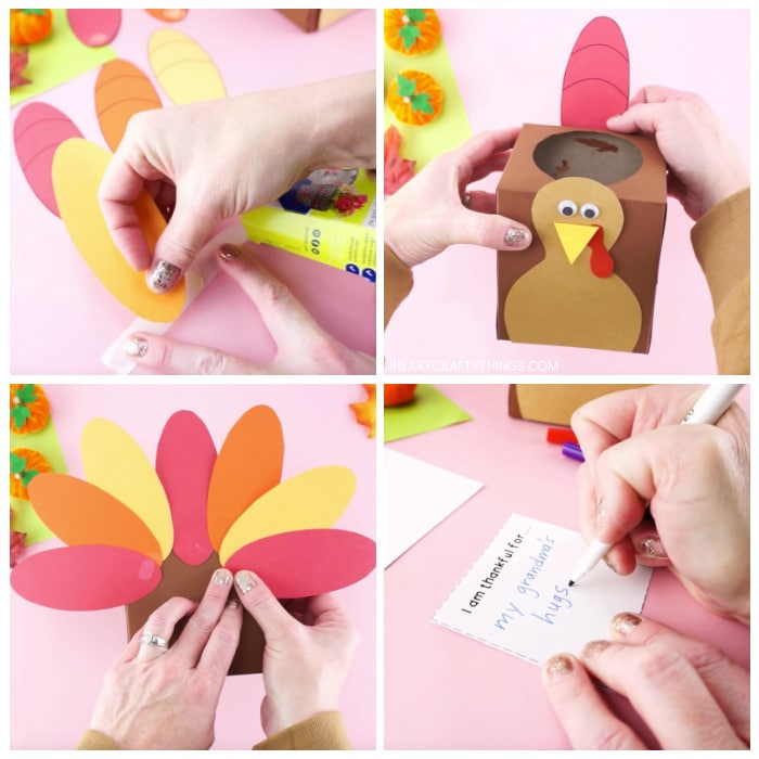 Vier Bildcollage, die zeigt, wie ein Erwachsener Klebepunkt an den Papierfedern anbringt und sie dann um die Rückseite der Truthahnschachtel klebt.  Das letzte Bild zeigt, wie Erwachsene auf den Schreibkarten schreiben, wofür sie dankbar sind.