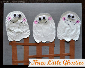 30 Days of Halloween–Three Little Ghosties Kids Craft