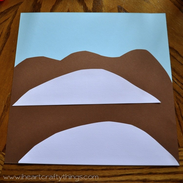 How to make a paper mountain out of construction howsto co for Things to make out of construction paper