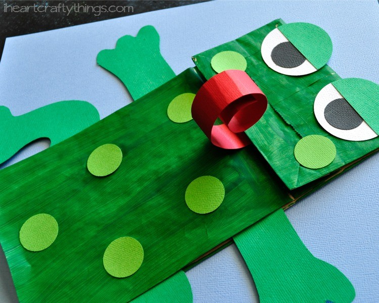 Paper bag frog puppet with free pattern i heart crafty for Frog finger puppet template