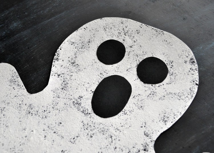 Close up image of the face of the sponge painted ghost craft.