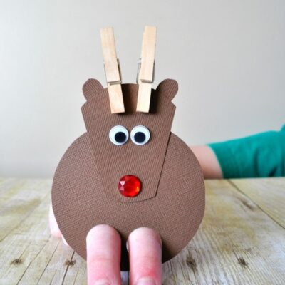 Adorable DIY Reindeer Finger Puppets