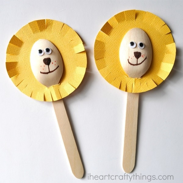Adorable wooden spoon lion craft i heart crafty things for Wooden spoons for crafts