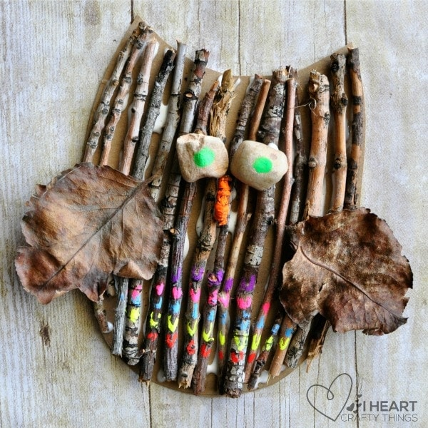owl craft made from things found in nature: sticks, rocks, leaves.