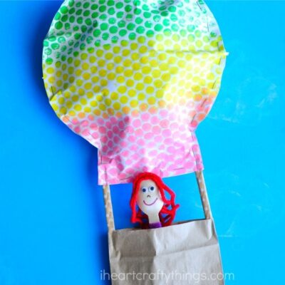 This bubble wrap hot air balloon craft makes a great summer craft for kids. Kids will love painting with bubble wrap to make their hot air balloon craft.