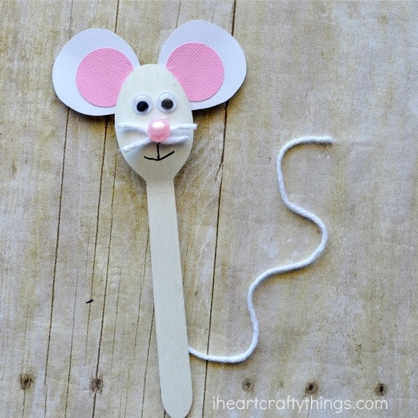 This fun wooden spoon mouse craft for kids is sure to delight the little ones in your life. Use it as a puppet for pretend play or to help tell your favorite mouse story. Great for a summer kids craft.
