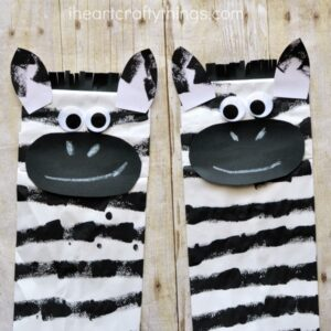 This paper bag zebra craft is great for a letter Z alphabet craft or for after visiting the zoo. Using foam hair curlers to print the stripes onto your zebra is a fun and unique way for kids to paint. Great summer kids craft, animal craft for kids, zoo crafts, zebra kids craft, preschool craft.