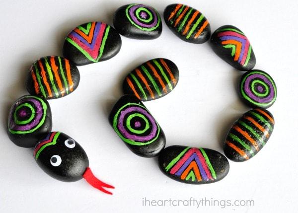 patterned-rocks-snake-craft-4
