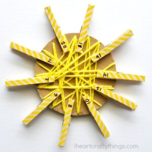 If you are looking for a fun activity for your preschooler this summer that also incorporates learning, this yarn wrapped sun craft is perfect! This learning activity is great for working on fine motor skills, math and skip counting.