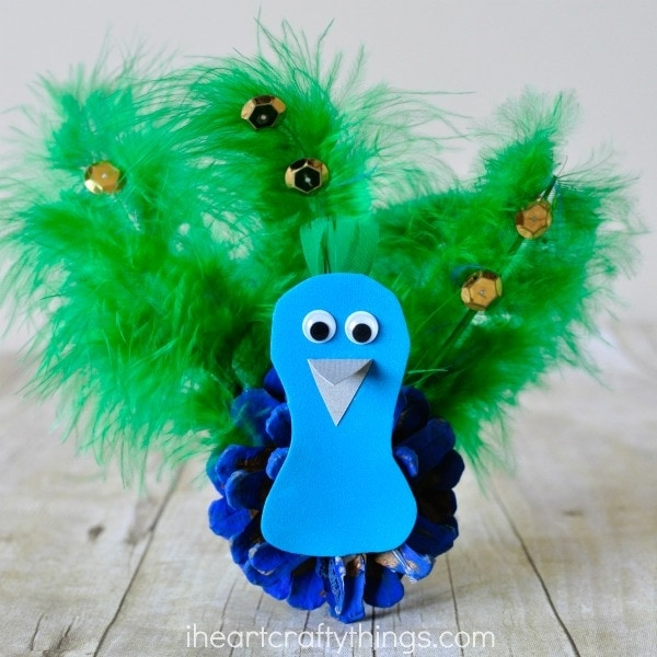 This pinecone peacock craft is great for any time of the year, especially after learning about birds or visiting your local zoo or aviary. Fun bird craft, summer craft for kids, nature craft and book inspired craft.