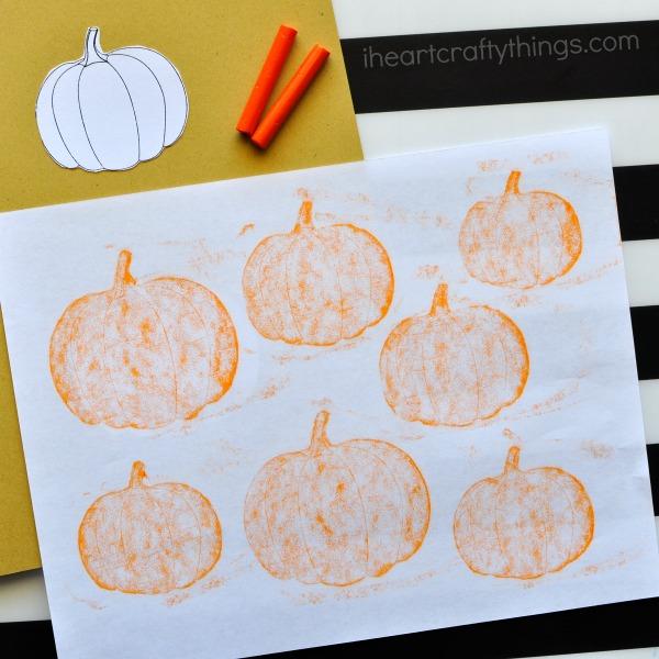 This simple crayon rubbing pumpkin patch craft makes a perfect kid craft after visiting a pumpkin patch. Great fall kids craft, Halloween kid craft, pumpkin craft for kids and preschool craft.