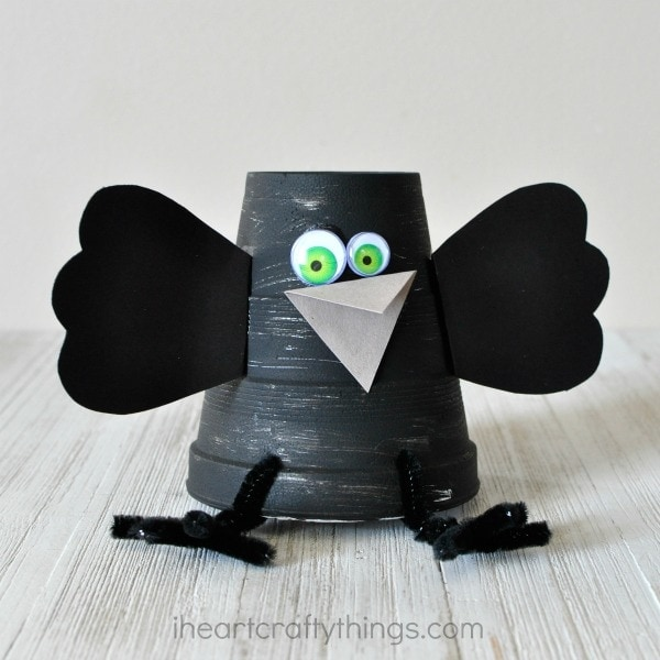 This foam cup crow craft is super cute and makes a great fall kids craft. It makes a great book extension activity with coupled with a children's book.