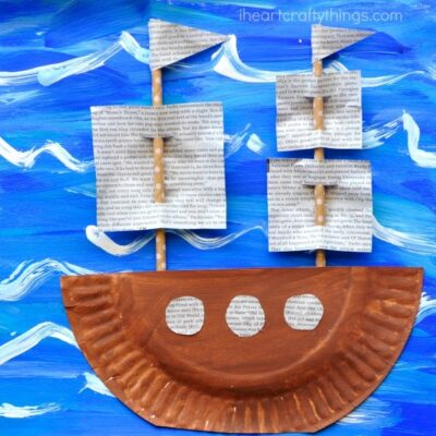 Columbus Day is coming up in a few short weeks and that makes it perfect timing to learn more about early explorers and American History and make this gorgeous mixed media Columbus Day Craft. This also makes a fun boat craft, ship craft and preschool craft for kids.