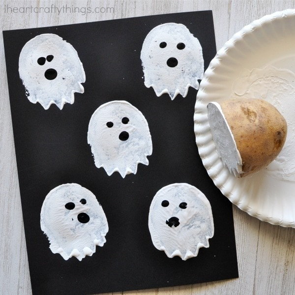 All you need is some paint, cardstock paper and a potato to make this cute and spooky potato stamp ghost craft. Fun Halloween kids craft.