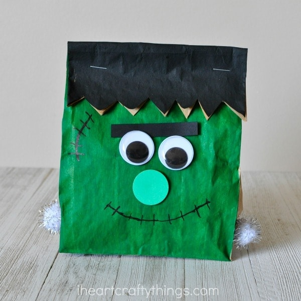 This stuffed paper bag Frankenstein craft is easy to make and makes a great Halloween kids craft and Halloween decoration. Fun preschool Halloween craft, Halloween craft for kids and Frankenstein craft.