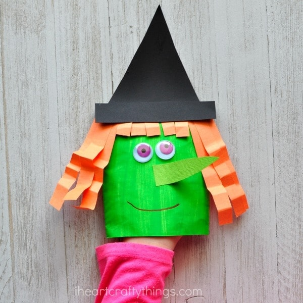 This envelope witch craft puppet is simple and perfect for this Halloween season. Fun Halloween craft for kids, fall kids craft and witch craft for kids.
