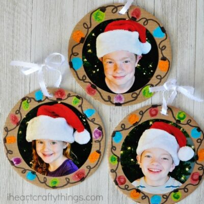 Make these DIY Christmas Photo Ornaments at home to give to Grandma or Grandpa or in the classroom for a present for Mom or Dad. Simple Christmas gifts kids can make, DIY photo gift, Christmas ornament craft, Christmas craft for kids.