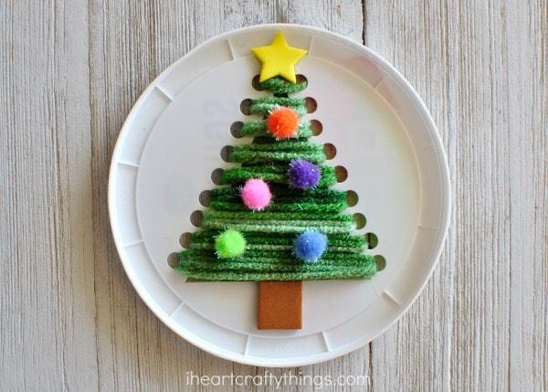 plastic-lid-christmas-tree-craft-4