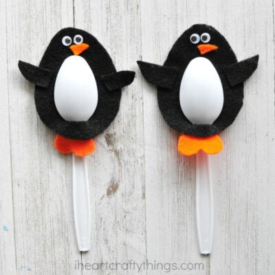 This plastic spoon penguin craft is perfect for kids to use them for small world play or as puppets with their favorite penguin book. Fun winter kids craft.