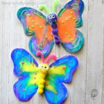 This gorgeous butterfly craft makes a great spring kids craft, insect craft for kids, preschool kids craft, fun kids crafts and spring activities for kids.