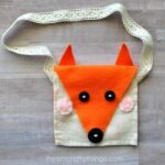 This DIY felt fox purse is an easy sewing craft for kids or is a simple sewing project for parents to make for kids. Fun beginning sewing project for kids.