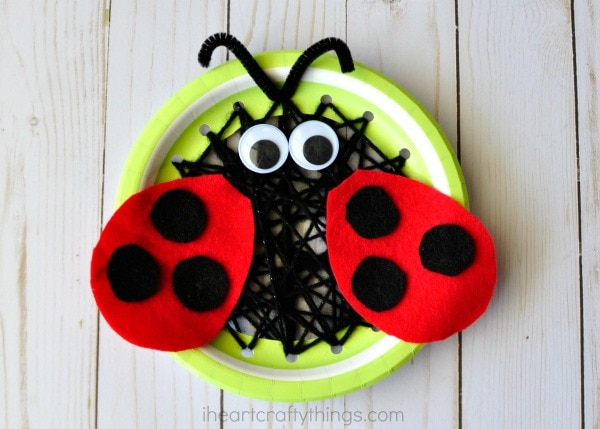 How to Make the paper plate ladybug sewing craft & Paper Plate Insect Sewing Craft | I Heart Crafty Things