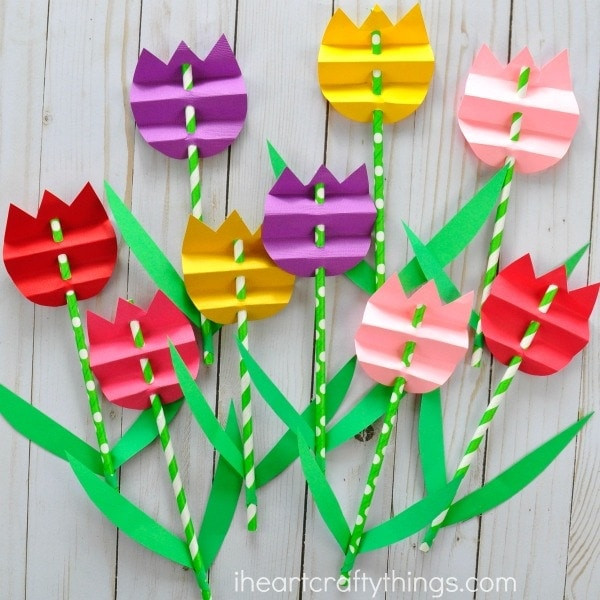 This Paper Straw Tulip Craft Is Bright And Beautiful Just Like A Real Its Crazy Simple To Throw Together For An Afternoon