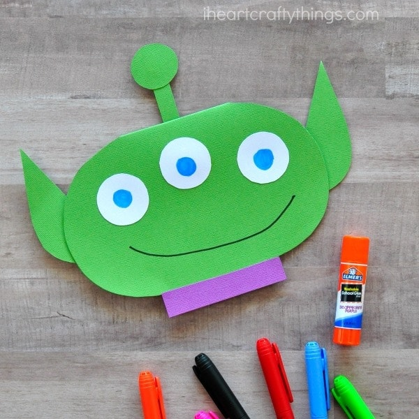 This Out of this World Kids Father's Day Card is cute, simple and makes a great Fathers Day Kids Craft. Fun DIY Fathers Day Card for kids.