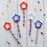 These Patriotic DIY Bubble Wands are a great summer activities for kids, summer kids craft, Fourth of July activities for kids and Fourth of July Crafts.