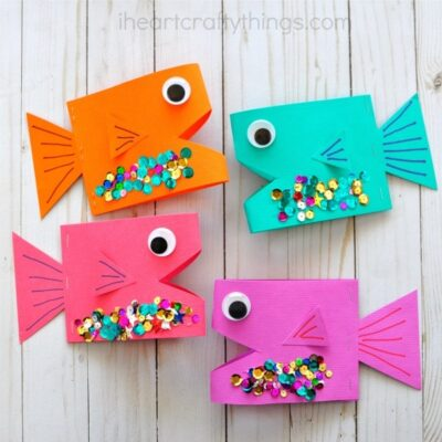 Cute paper fish craft for kids, ocean crafts for kids, summer kids craft, fish kids crafts, fun paper crafts and preschool craft.