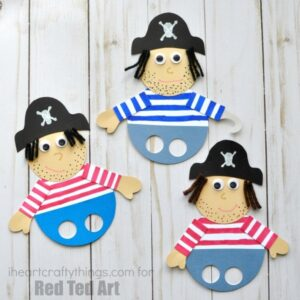 Super fun pirate finger puppets craft for pretend play. Cute pirate crafts for kids, summer crafts for kids and diy puppets for kids.
