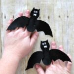 Make these cute felt bat finger puppets for a fun Halloween Kids Craft. Playful finger puppets craft for kids and Halloween bat crafts.