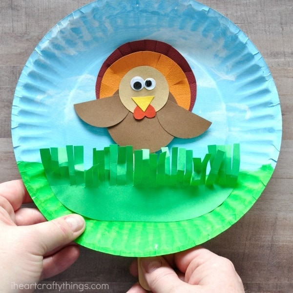 Hiding Turkey Puppet Craft for kids for a fun Thanksgiving kids craft. Fun Thanksgiving activity for kids and puppet crafts for kids.