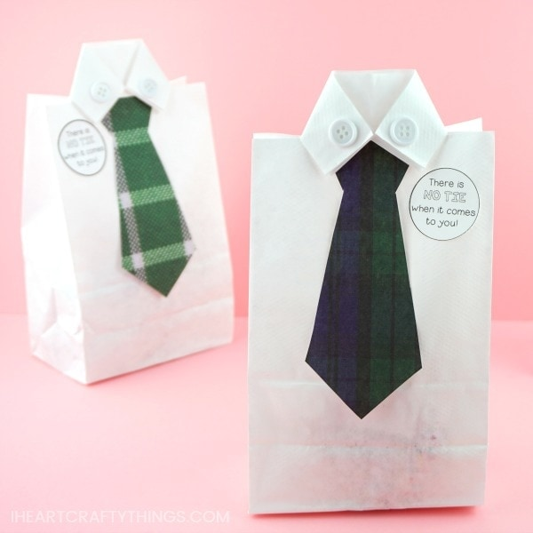 Are you looking for a fun and clever way to give Dad or Grandpa his Father's Day gift this year? This DIY Father's Day gift bag is the perfect solution! All you need is a white paper lunch bag, some scrapbook paper and white buttons and you'll have this dress shirt Father's Day bag whipped up in no time at all.