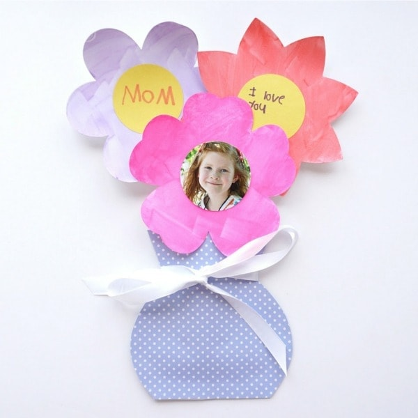 The colors of spring are in full bloom right now making it perfect timing to enjoy a fun spring flower bouquet craft. Hang the colorful flower bouquets up for a festive spring display, or personalize the flowers to create a flower bouquet as a precious Mother's Day gift for Mom or Grandma.