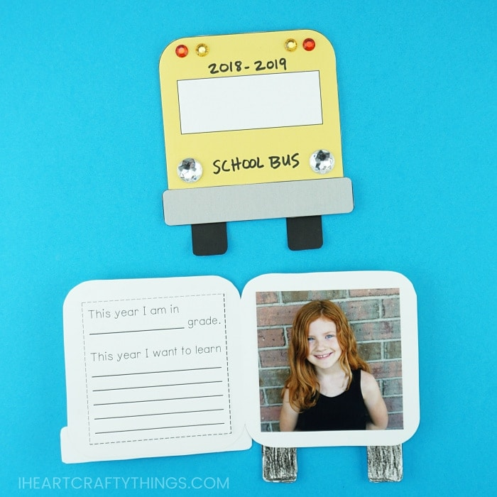 Cute back to school photo keepsake card for kids to make. Free template included to help make this cute back to school craft.
