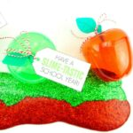 These slime party favors are perfect for a back to school party or fall apple theme party for kids. Get the simple slime recipe and printable gift tag.