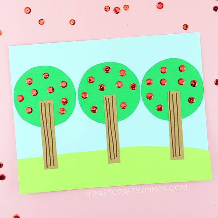 This easy apple tree craft is great for preschoolers and kindergartners. Great scissor practice, glue practice and fine motor skills for kids.