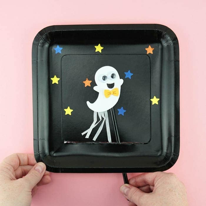 Kids will love making and playing with this fun Halloween Ghost Craft. Fun Ghost craft, Halloween kids craft and paper plate Halloween crafts.