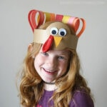 Kids will love making this turkey headband as a fun Thanksgiving craft. Easy Thanksgiving craft for kids and DIY turkey headband craft.