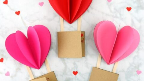 Grab our free template and create this gorgeous 3D Hot Air Balloon Card for a Valentine's Day Card or Mother's Day Card. Pretty 3D heart air balloon card.
