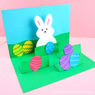 How to make a pop up Easter card -This homemade Easter card is a fun and easy craft for kids of all ages to make for Easter. Simple pop up handmade greeting cards.