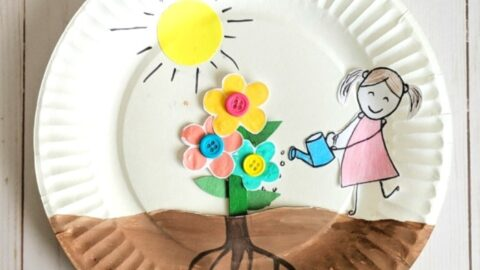Paper plate growing flower craft for kids to enjoy for a spring craft. Easy craft for Preschoolers, watching their flowers grow out of the soil.