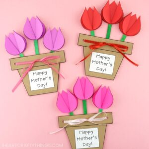 Mom and grandma will love this Mother's Day flower pot craft as a simple Mother's Day gift. Easy flower craft for kids to make for Mothers Day.