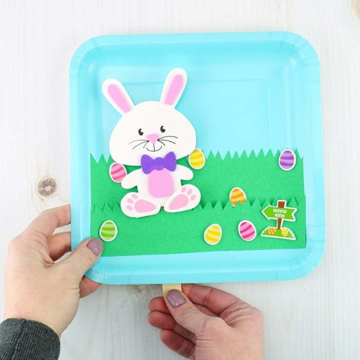 Easy Easter paper plate crafts for kids -Use a paper plate to create this Easter puppet craft. Kids will have fun making and playing with this Easter craft.