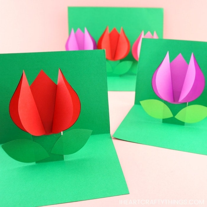 Use our free template to create this easy pop up flower card for a spring kids craft. Simple Mother's Day card or Valentine's Day card for kids to make.