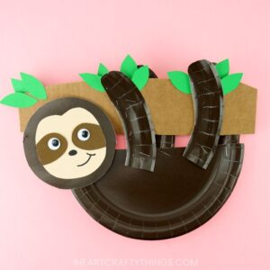 Simple and easy paper plate sloth craft for kids. Grab our free template and make this cute sloth craft. Easy animal craft for kids and preschoolers.